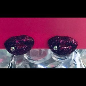 Glitter lip rhinestone Marilyn earrings Betsey